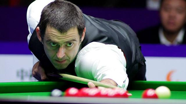 Ronnie O'Sullivan plays on despite broken ankle